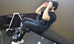 Sit-up décliné – Relevé de buste sur banc décliné