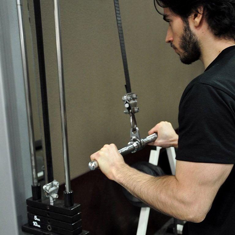 Extension poulie haute en pronation – Retour à la position de départ