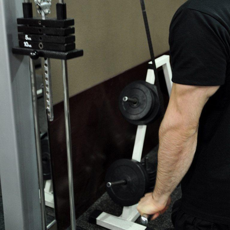 Extension poulie haute en pronation – Extension des avant-bras