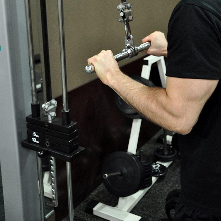 Extension poulie haute en pronation – Position de départ