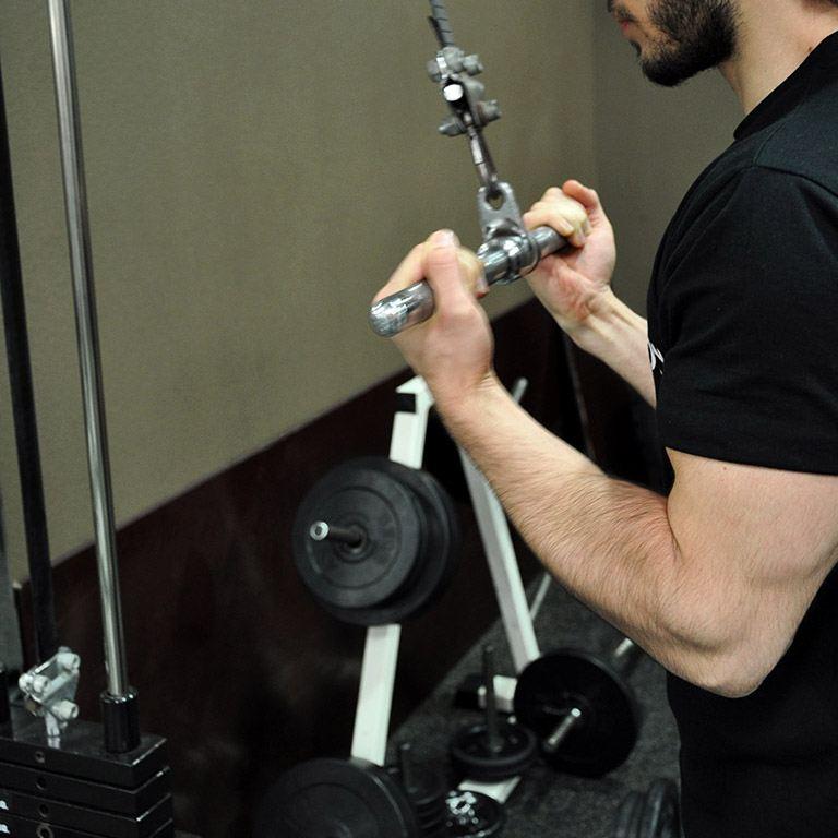 Extension triceps poulie haute en supination – Montée des avant-bras