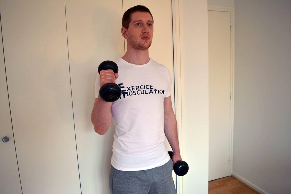 Programme musculation maison pour débutant - Curl marteau 2
