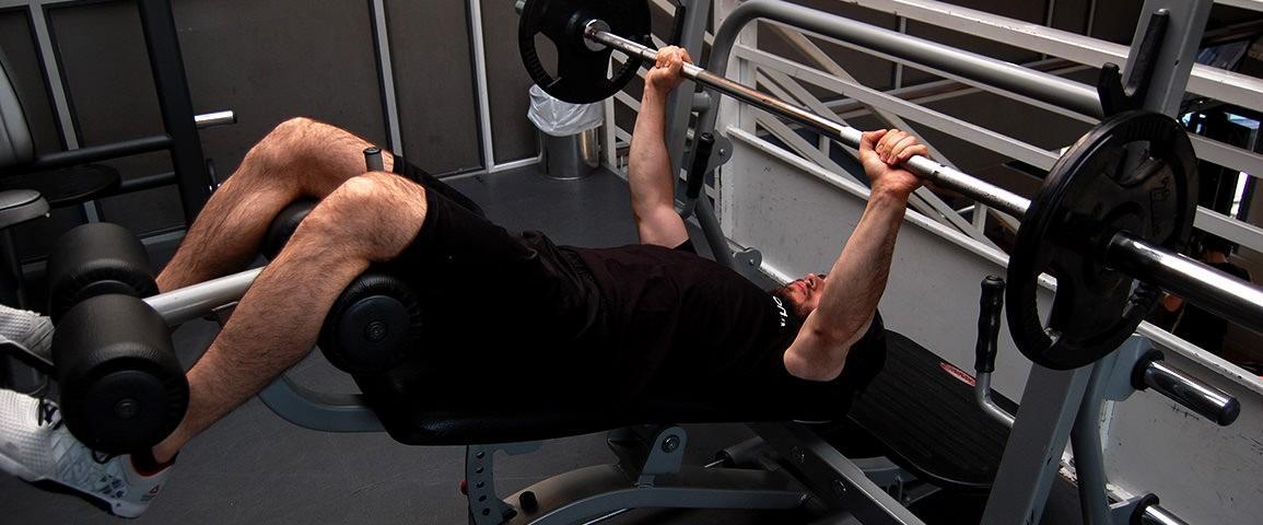 Développé décliné – Decline barbell bench press