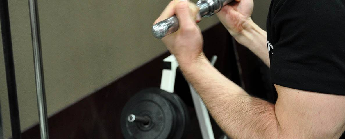 Extension triceps poulie haute en supination – Reverse grip triceps pushdown