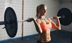 Cinq raisons pour lesquelles les femmes devraient faire de la musculation