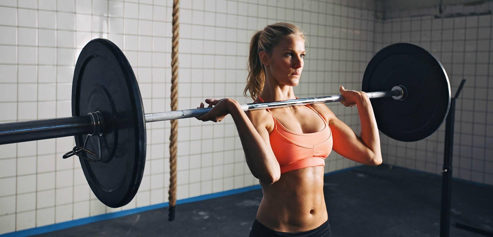 Musculation femme - Femme avec une barre