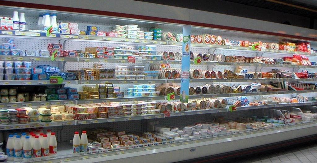 Des produits laitiers en supermarché