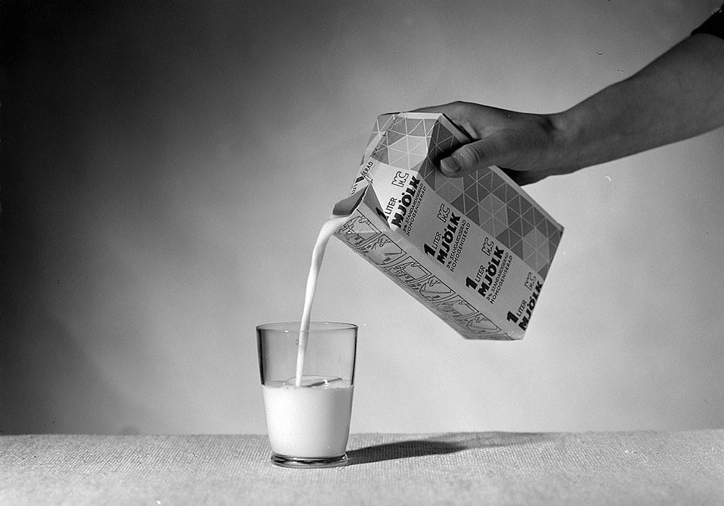 Remplir un verre de lait