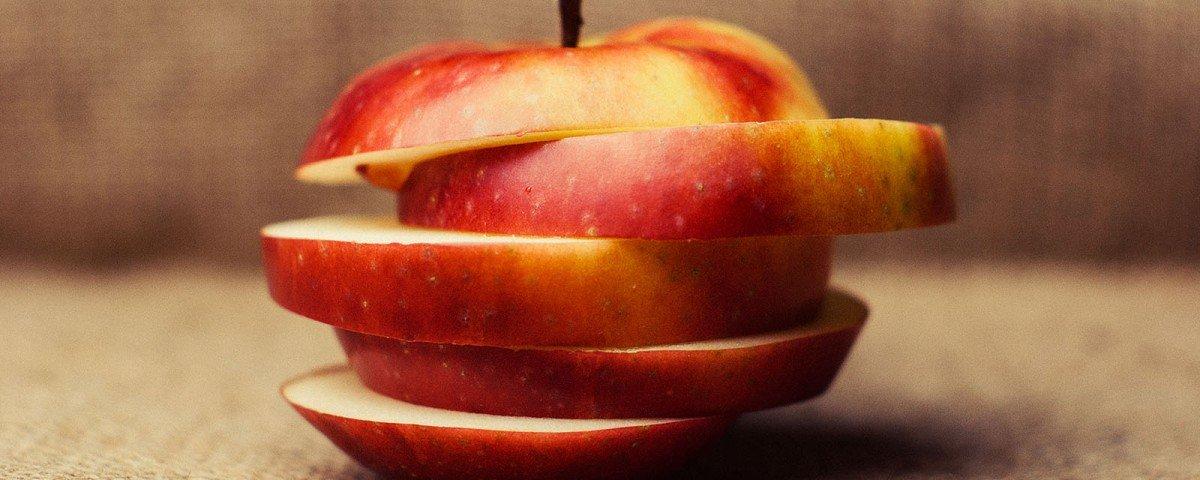 Une pomme coupée en plusieurs tranches - Une de mincir pour retrouver la forme