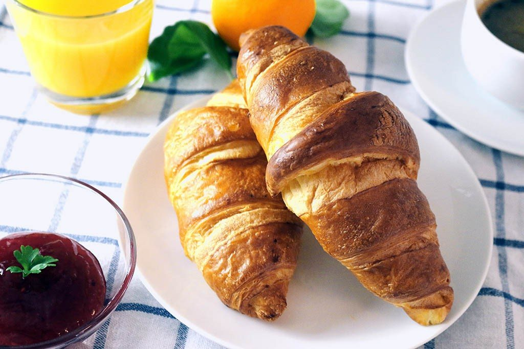 Un petit déjeuner français typique