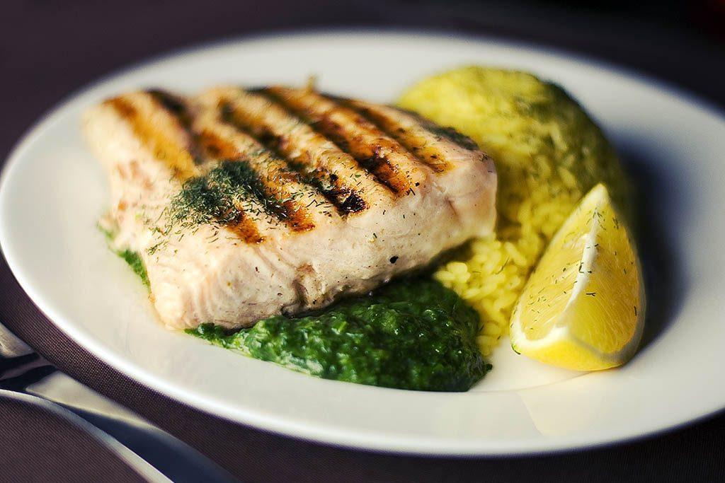 Un plat de poisson riche en omégas 3